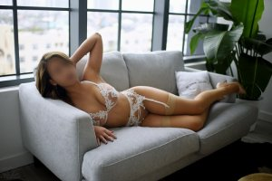 Mahyra live escort & erotic massage