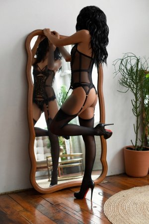 Aissetou escort girls in Fredericksburg VA and thai massage